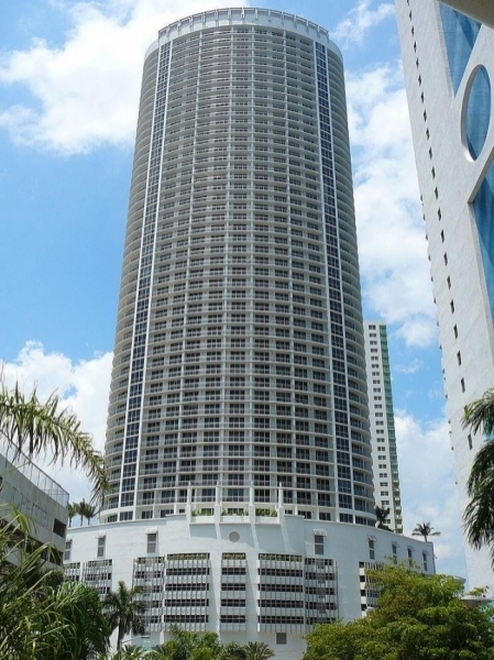 Opera tower Miami